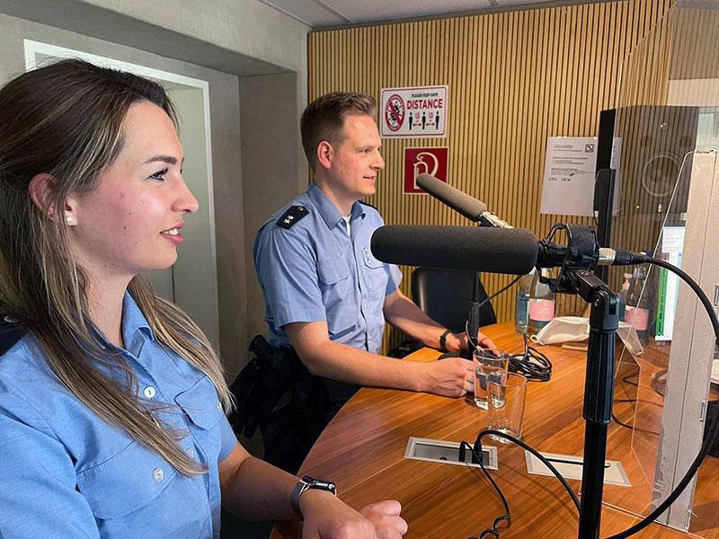 Michaela und Polizeioberkommissar Jan Poss